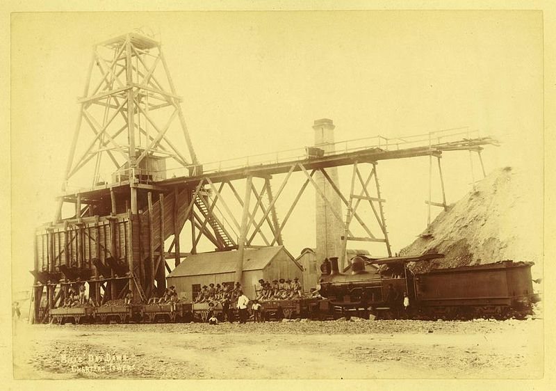 File:StateLibQld 1 236238 Pithead at Day Dawn Mine, Charters Towers.jpg