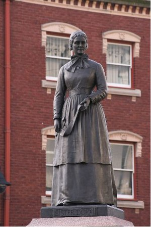 Sister Dora - Statue of Sister Dora, Walsall town centre