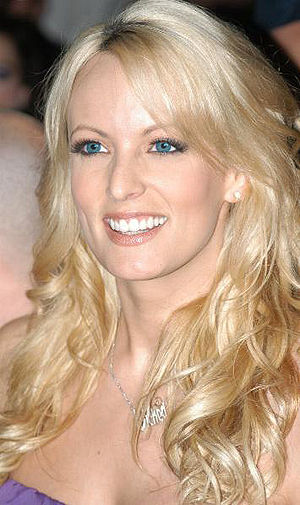 Blogger Interviews Porn Queen Stormy Daniels While Waiting on Jury Duty