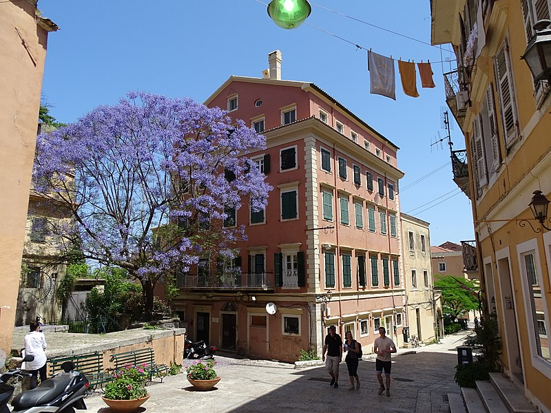 800px-street_scene_-_old_town_-_corfu_-_greece_-_02_282741325352729