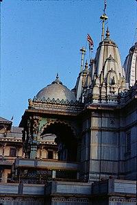 Nara Narayana, Hinduismo Swaminarayan 200px-Swaminarayan_temple%2C_Kheda_district_Gujarat