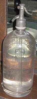 https://upload.wikimedia.org/wikipedia/commons/thumb/2/24/Syfon.szklany.woda.sodowa.jpg/150px-Syfon.szklany.woda.sodowa.jpg