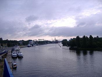 Polski: OdraEnglish: Odra river in the port