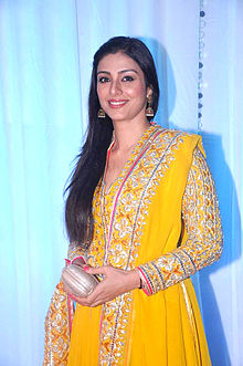 Tabu at Esha Deol's wedding reception 08.jpg