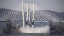 File:Tappan Zee Bridge explosive demolition.webm