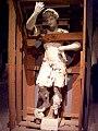Teatro Farnese scultura entro cassa.jpg