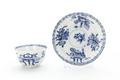 Tekopp och fat av porslin med blå underglasyrmålning från Kina cirka 1662-1722 - Skoklosters slott - 93318.tif