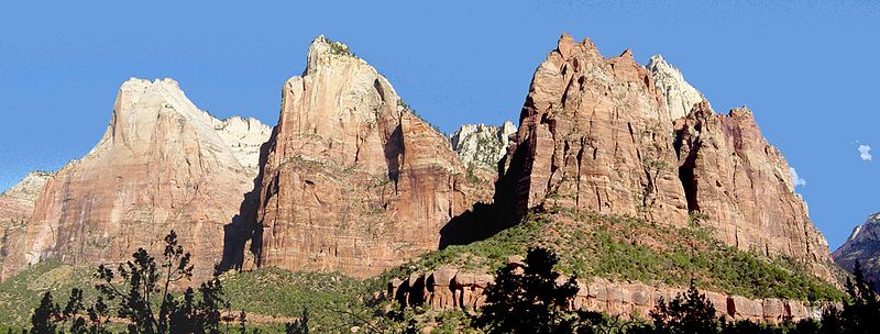 Fichier:The Three Patriarchs in Zion Canyon.jpg