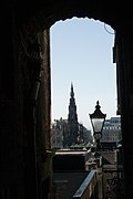 The iconic framed view of the Scott Monument from the top of Advocates Close.jpg