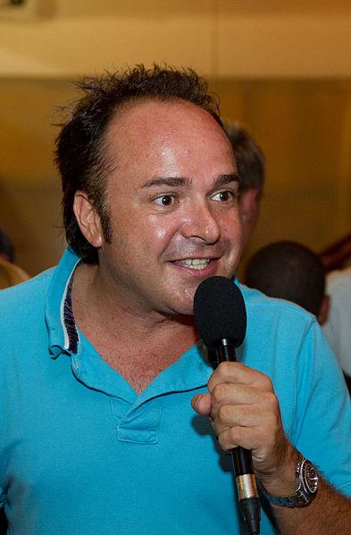 Datei:Tim Toupet als Gastreporter fuer MallorcaParty im Bierkoenig by Zeno Bresson.jpg