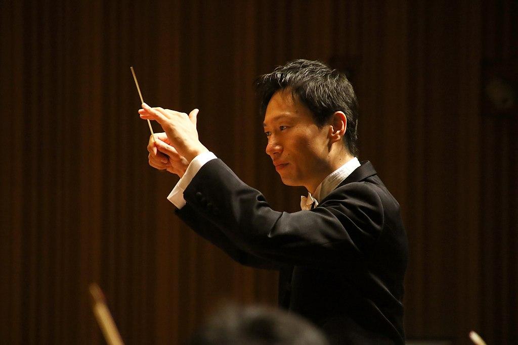 Tomohiro Oura conductor