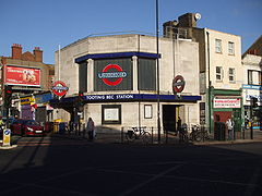 Tooting Bec stn west entrance.JPG