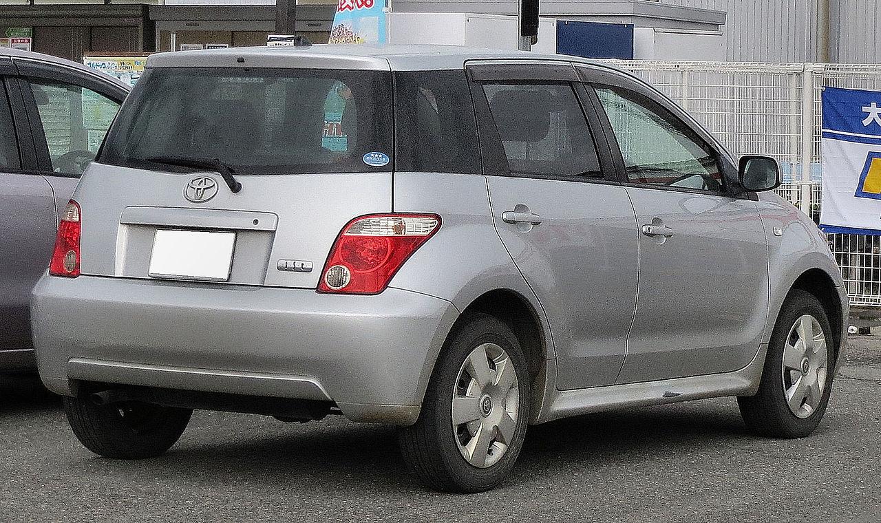 File:Toyota Ist 1st generation Rear JPG - Wikimedia Commons