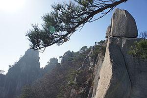 Dobongsan - Image: Trail leading to peak of Dobongsan