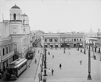 Tren Urbano - Tramway in front of City Hall in Plaza de Armas, Old San Juan (circa 1902)