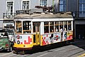 Tramway place Cathédrale Lisbonne 2.jpg