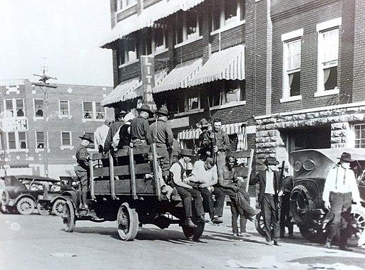 Tulsaraceriot1921-wounded-pickedup-fullpicture