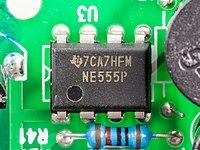 U2 Photon 2004 Moving Flash Light - controller - Texas Instruments NE555P-92612.jpg