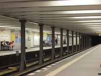 U2 Theodor-Heuss-Platz platforms.jpg