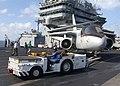 De pont d envol de l us navy en action avec un lockheed s 3 viking