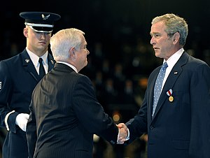 Department of Defense Medal for Distinguished Public Service - Image: US Navy 090106 F 6655M 124 Secretary of Defense Robert M. Gates awards the Department of Defense Medal for Distinguished Public Service to President George W. Bush