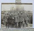 Ukraine, Offiziere des Detachements mit dem russ. Dampfschiffahrtsinspektor,1918.JPG
