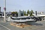 Un bateau pneumatique Zodiac dégonflé (1).JPG