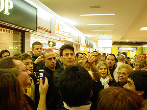 Uri Geller - Geller bending a spoon in a mall in Switzerland, 2005