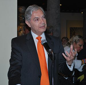Luis Ernesto Derbez - Derbez speaking at the opening of a Uriarte Talavera exhibition at the Franz Mayer Museum