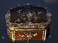 V and A Museum snuffbox 28072013 06.jpg