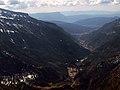 Valle de Canfránc con el río Aragón, al fondo peña Oroel.jpg