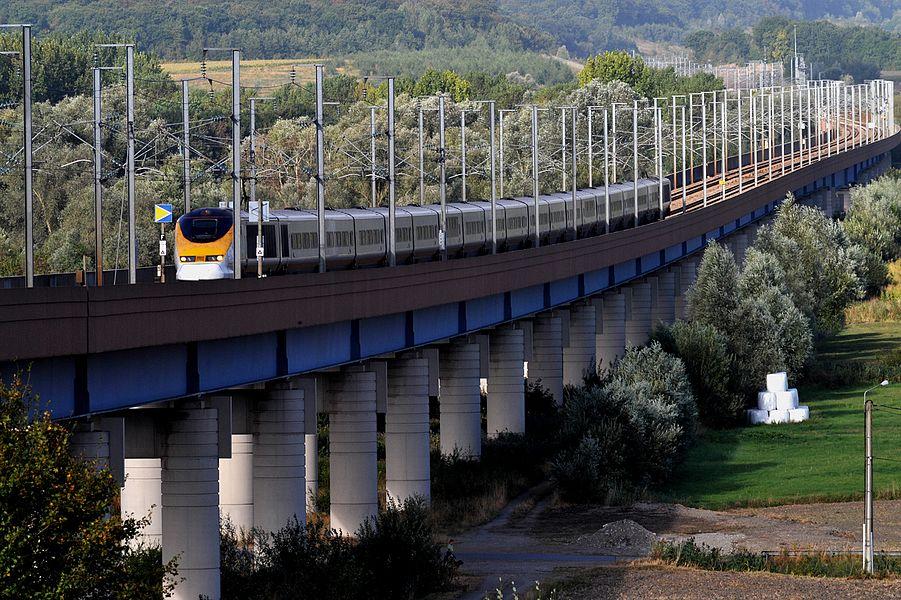 Eurostar on the Viaduc de la Haute-Colme, bridge of the LGV Nord north of Watten; Nord and Pas-de-Calais, France.