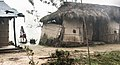 Village Tharu dans la brume (4) (16229328614).jpg