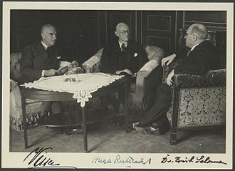 Hugh Ruttledge - (Left to right) Diplomat and glaciologist Philips Christiaan Visser, Ruttledge and photographer Erich Salomon (1930)