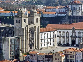 Casa da Câmara - A view of the hilltop Gothic architecture and square, including the Casa da Câmara (left)