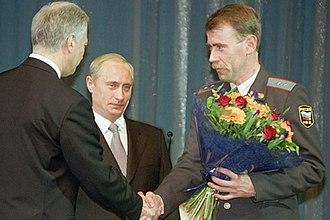 Praporshchik - Vladimir Putin presenting the Order of Courage to Police Praporshchik (Ensign) Yury Zimin, during a ceremony devoted to Police Day.