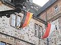 Volkstrauertag-Beflaggung am Rathaus Marburg, schwarz-rot-gelb-Trikolore, weiss-rote Landesflagge Hessen 2017-11-19.jpg