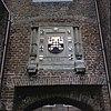 voorgevel, detail gevelsteen met wapen, boven de toegangspoort - dussen - 20348775 - rce