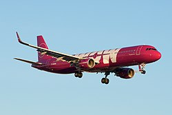 WOW Air Iceland Airbus A321 (31074909346).jpg
