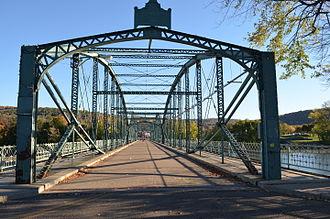 South Washington Street Parabolic Bridge - Image: Washington Street Pedestrian Bridge