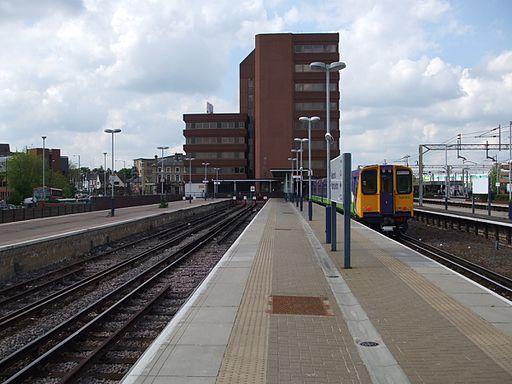 Watford Junction stn Overground platform 3 look north