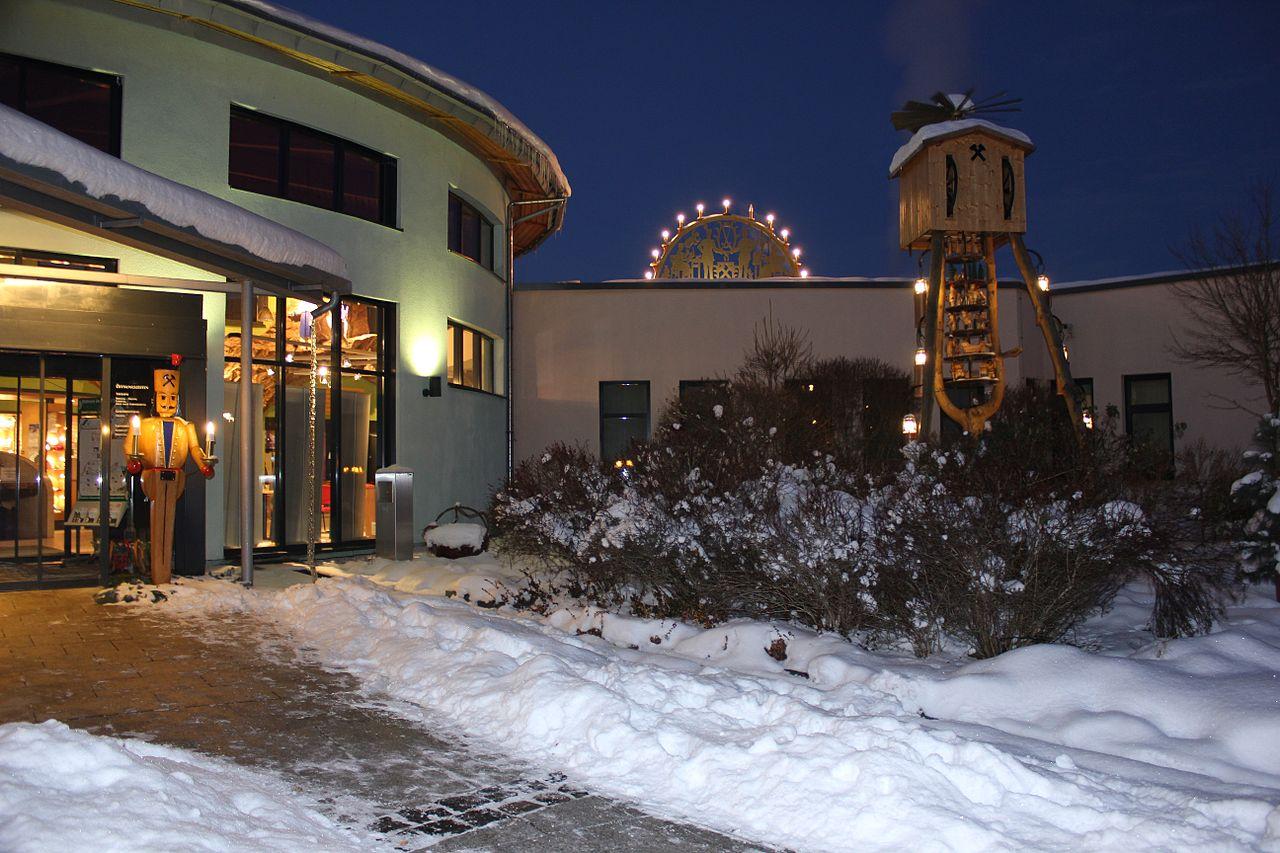 Datei:Weihnachtsstimmung am Kurmittelhaus.Bad Schlema ...