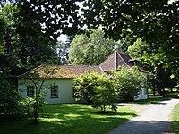 """Das sogenannte """"Wirtshaus zur Stadt Rom"""" im Schlosspark Hohenheim, 1830 von Mörike gemietet. Hier vollendete er den Roman Maler Nolten. (Quelle: Wikimedia)"""