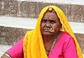 Woman in Ranakpur (8043084477).jpg