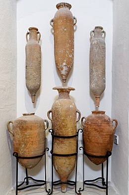 Xlandi Bay 5th century amphoras GMA.jpg