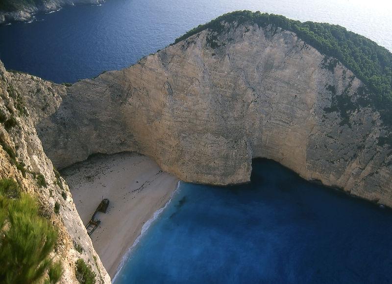 Datei:Zakynthos shipwreck beach retouched.jpg