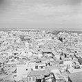 Zicht vanaf de fortificatie op de stad Tripoli De Middellandse zee aan de horiz, Bestanddeelnr 255-6393.jpg