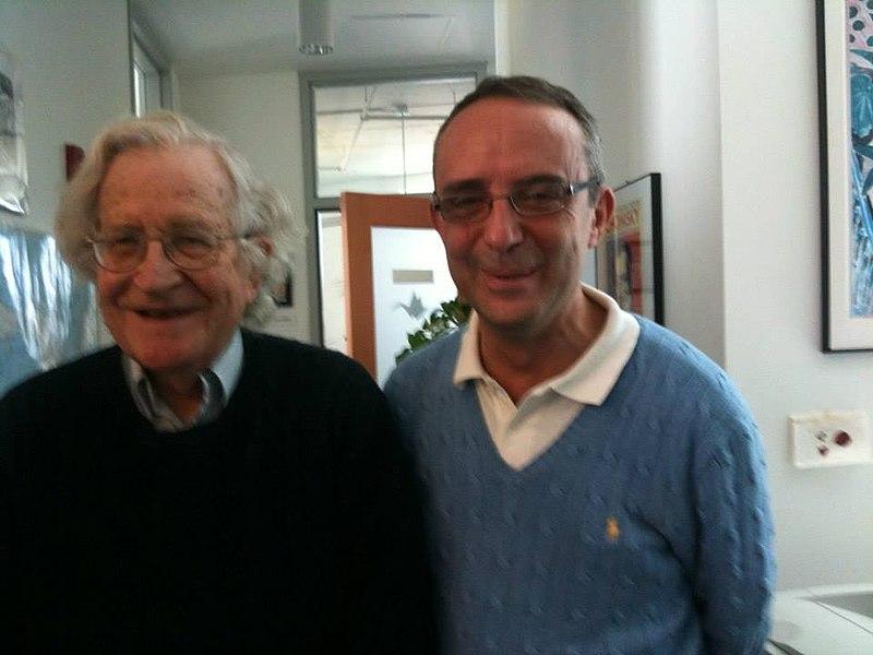 File:Zucchetti con Chomsky.jpg