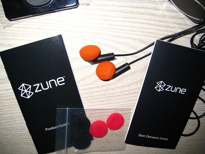 File:Zune 120 gb accessories1.JPG
