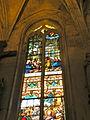 Église de Chaumont en Vexin vitrail déambulatoire 9.JPG